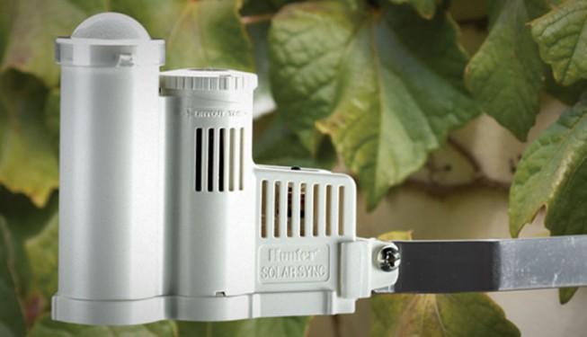 ET senzor SOLAR SYNC, pracuje s hodnotou evapotranspirace (odparu vody). Momentálně nejdokonalejší čidlo pro řízení závlahy. Dokáže výrazně