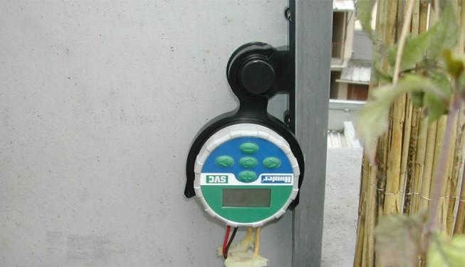 Bateriová ovládací jednotka SVC. V tomto případě pro řízení jedné sekce. Jednotka je vodotěsná.