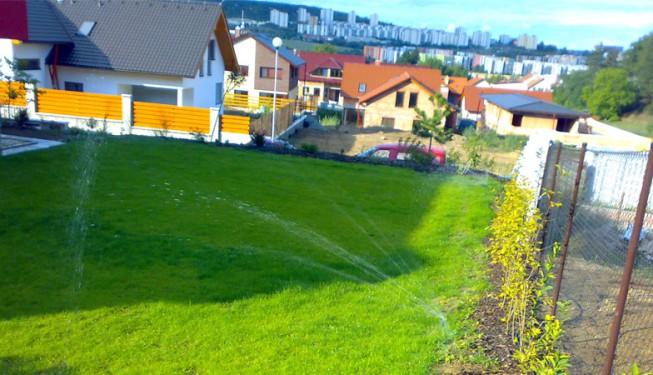 Teprve krátce založená zahrada.